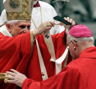 http://eucharistiemisericor.free.fr/images/260607_palium.jpg