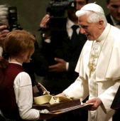 Le gateau d'anniversaire de Benoît XVI
